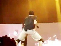 Chris Brown vidz Shakes his  super ASS