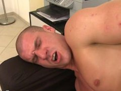 muscle guy vidz comes in  super for raw casting