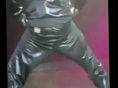 Chris Brown vidz Shaking His  super Ass (New Video) 2012