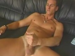 Hunk tries vidz out a  super dildo