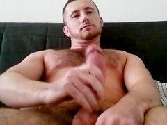 muscled bloke vidz has a  super poppers wank