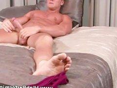 Amateur muscle vidz hunk masturbating  super at home