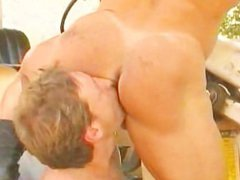 Massive Bodybuilder vidz gets his  super muscle ass rimmed and fucked