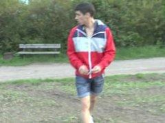 Amateur European vidz Gets Handjob  super in Public Park