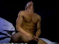 Muscled Body vidz Builder Masturbating