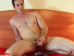 Guillaume, a vidz real french  super straight guy get wanked his cock by a gay guy