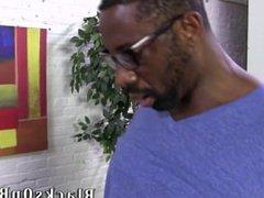 Black dude vidz catches guy  super watching porn
