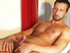 Hunk italian vidz stalion get  super wanked his huge cock by me !