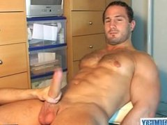 Why are vidz you getting  super to wank my huge cock? I'm a straight guy !