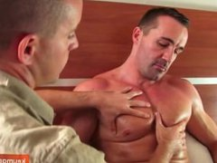 A mature vidz sexy sport  super guy 42 y.o serviced by a 23 y.o guy !