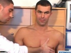 Nico: a vidz real straight  super guy serviced by a guy: get sucked his huge cock !