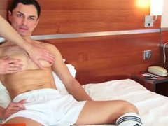 David serviced: vidz this sport  super guy get wanked his huge cock by a guy !