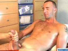 French handsome vidz guy get  super wanked his huge cock by a guy (fred get wanked).
