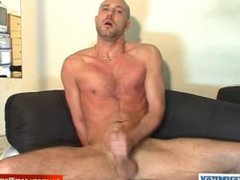 An Heterosexual vidz gets wanked  super his hard cock by a gay guy in spite of him !
