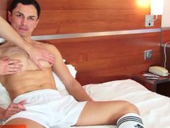 Soccer guy vidz serviced: David  super ets wanked his huge cock by a guy.