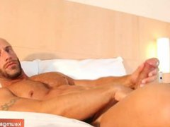 Aymer an vidz handsome sport  super guy gets wanked his huge cock by a guy !
