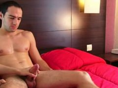 Ben, a vidz handsome straight  super guy serviced his huge cock by a guy !
