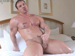 Bodybuilder Caesar vidz - Hotel  super Solo & Cumshot