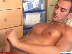 A sexy vidz stew sport  super guy gets massaged and gets wanked his huge cock by a guy