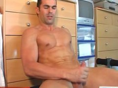 Straight guy vidz gets wanked  super his big dick by a guy in spite of him !