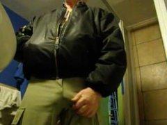 Coroa taradao vidz de pau  super duro na calça - bulge