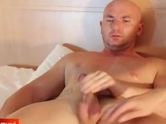 Real straight vidz guy get  super wanked his nice cock by a guy in spite of him !