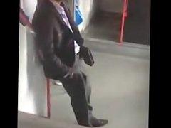 Il y vidz va pas  super de main morte (Sexy Guy Cruising on the Subway)