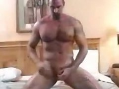 Hairy Daddy vidz jerks off