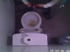 hidden camer vidz of guy  super pissing in public toilet