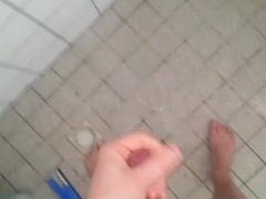 Cumming in vidz shower