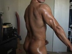 Muscle dude vidz getting oiled  super and jerking off big cock
