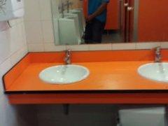 En los vidz baños públicos  super de la estacion