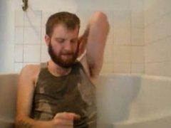 Bearded Guy vidz Morning Piss