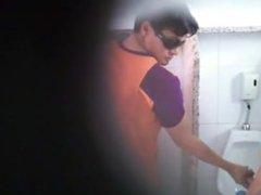 Buena mamada vidz en baño  super publico/ Good BJ in public bathroon