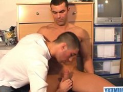 Real straight vidz guy serviced  super his big cock by a guy !