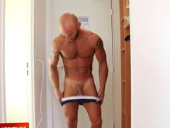 Taking a vidz shower with  super a gym guy !