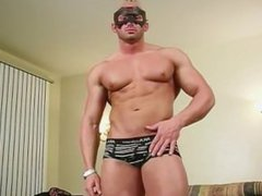 Max shows vidz off muscle  super body