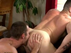 Stud gets vidz ass rimmed