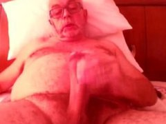 Old man vidz jerkin and  super cumin on cam