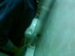 Spy urinal vidz university party/  super Espiando baños en fiesta universitaria