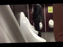 hot guys vidz pissing at  super urinals