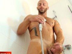 A nice vidz innocent sport  super guy hard in a shower.