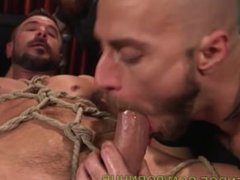Hunk Gets vidz Edged Mercilessly