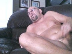 Jerking on vidz the couch