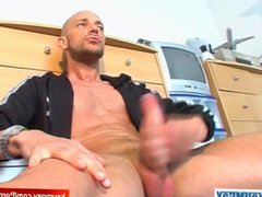 A nice vidz innocent gym  super guy serviced his big cock by a guy in spite of him!