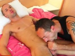 Full video: vidz A nice  super innocent gym guy serviced his big cock by a guy