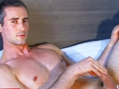 Full video: vidz A nice  super innocent str8 guy serviced his big cock by a guy