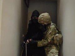 2 guys vidz Jerk off  super Gas Mask military / 2 mecs fétichistes masque a gaz survet