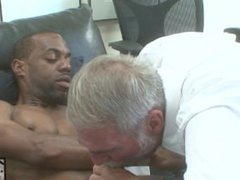 Hung Black vidz Stud Fucks  super Daddy with His Huge Cock