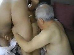 続・熟年男旅 part 1 vidz 【3人の肉宴】